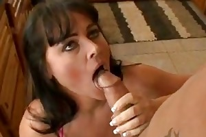 slutty momma indianna jaymes fills her face hole