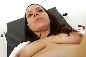 speculum in a constricted madam medic snatch