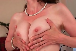 older mommy with curly love tunnel and armpits