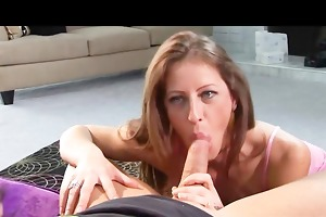 sexy momma gives a lesson in anal
