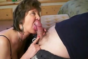 mature mama gives great head