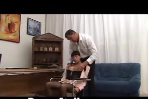 ragazza troia italiana pompino al capo - sexually