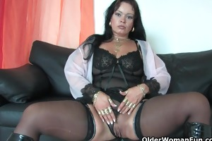bulky soccer mama in nylons works her hard love