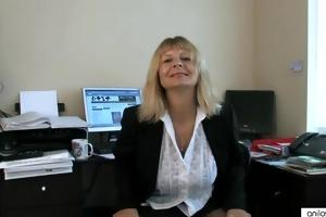 secretary housewife fingering her older cum-hole