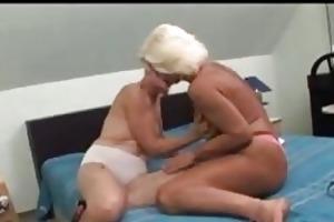 older lesbian babes
