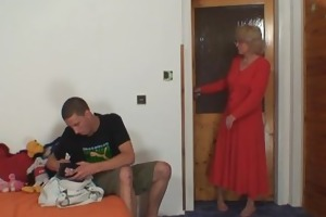 wife finds him fucking mommy in law and receives