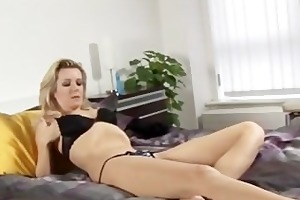 blond lenny drives her juicy bush