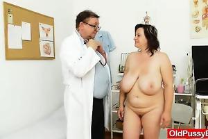 curvy mom brunette hair receives a gyno