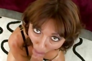 steamy hawt momma desi foxx munches a huge dick