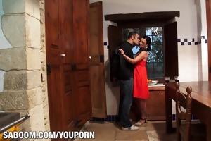 carla pons shows her big tits at saboom