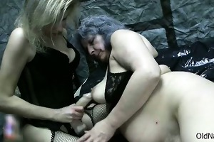 hawt blonde doxy rubs an old unshaved part2
