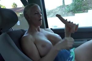 large tit d like to fuck masturbates in car