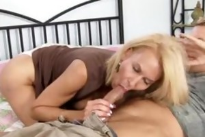 older cougar sexually excited to receive drilled