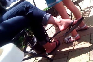 candid feet - milf flip-flop dangle