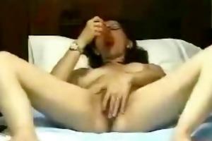 hausfrau mit sex-toy und brille