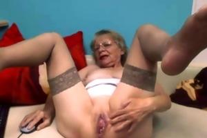 pleasing bitch on webcam