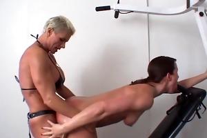 brawny dyke copulates uncomplaining playgirl with