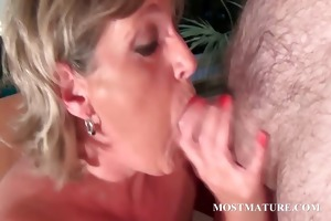 mature hawt mama likes to sucks wang