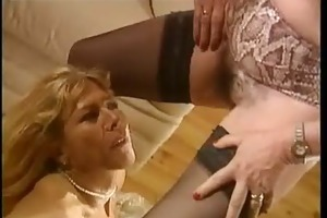 void urine french femmes matures - scene 3 dany