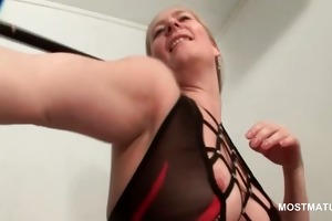 hot older chick showing her fuckable pussy
