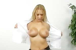 bigtits sexy mamma with mind boggling cleavage