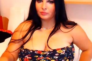 hawt curvy mother i