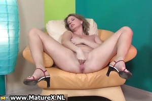 lascivious mature lady loves stretching her part3