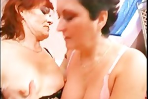 older lesbo bitches enjoying in pussy