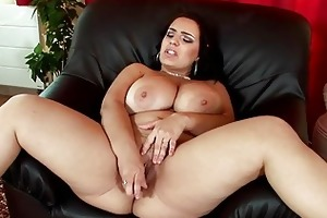 sinful dark brown mother i lady masturbates in