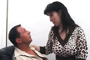 casalinga si scopa il cognato