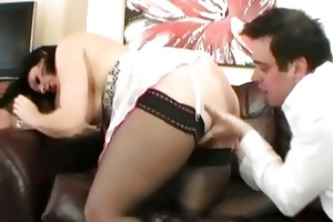 spruce english brunette milf fucked on the daybed