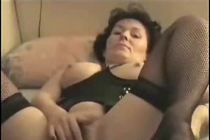 amateur mature masturbates to orgasm !