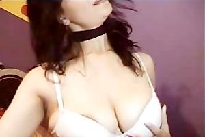 hawt hottie undresses for