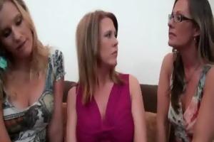 lesbo mother i seduces nextdoor hotty 7