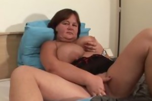 larger housewife touches herself