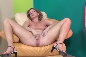 lustful older lady can stretching her part2