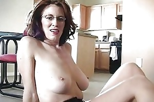 sporty breasty redhead momma works on her pounder