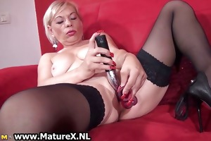 wicked old slut having an big o playing part2