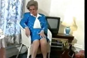 old school lady masturbates