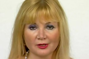 aged euroean mamma masturbating - julia reaves