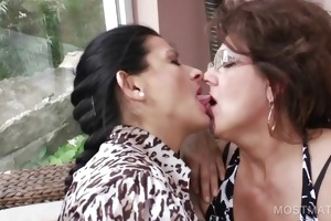 3some with aged licking hawt titties