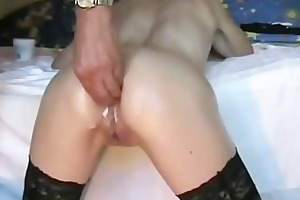 perverted hottie acquires her rectal hole fisted