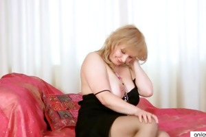 breasty d like to fuck fingering her aged slit