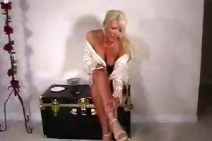 blonde d like to fuck celeste smokin