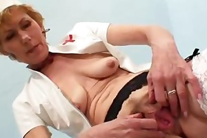 mature madam self exam on gynochair plus spekula