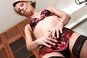 fleshly anilos daniela treats her mother i vagina