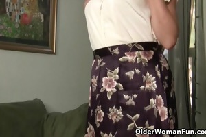 mama looks so sexy in her nylons